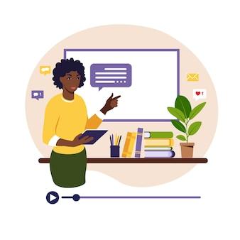 Concetto di apprendimento online. insegnante africano alla lavagna, lezione video. studio a distanza a scuola. illustrazione. stile piatto.