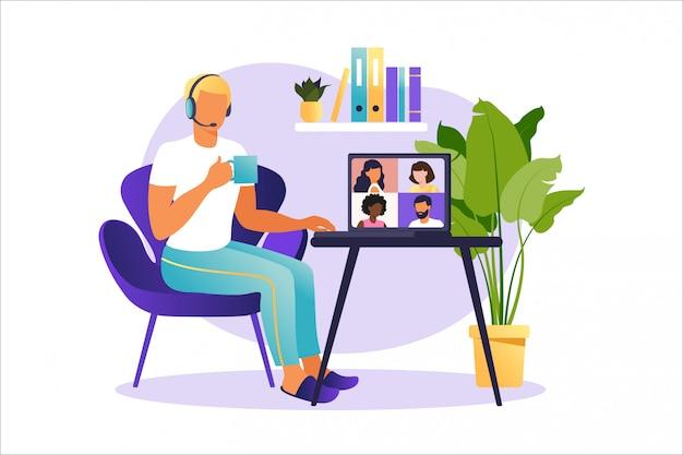 Riunione online tramite chiamata di gruppo. persone sullo schermo del computer che parlano con un collega o un amico. videoconferenza di concetto delle illustrazioni, riunione online o lavoro da casa. illustrazione in stile piatto.