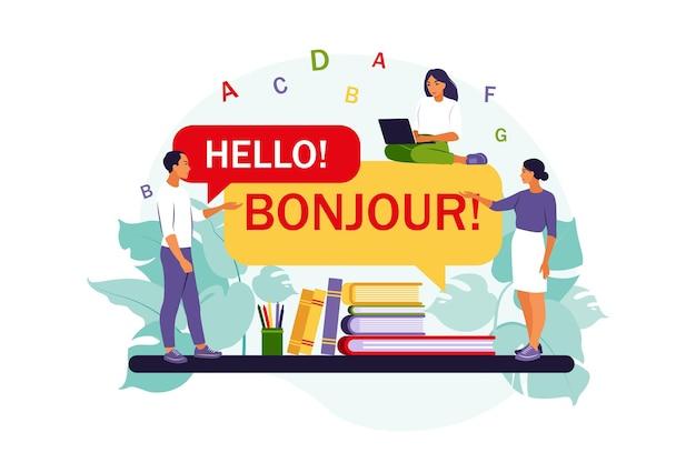 Traduttore multilingue online. le persone che utilizzano l'app di traduzione in linea .. piatto isolato.