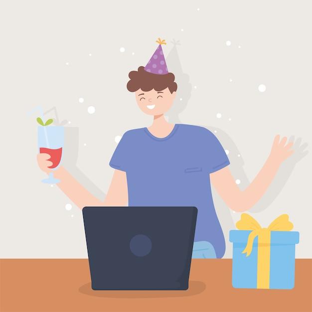 Festa in linea, giovane felice con bevanda regalo cappello da festa e laptop