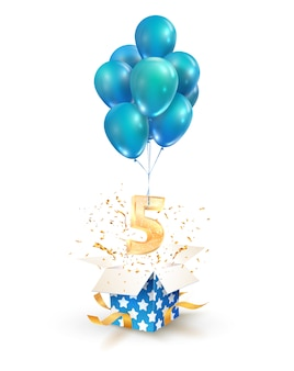 Aprire la confezione regalo con il numero cinque in volo su palloncini