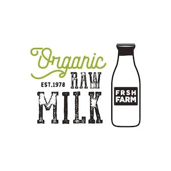 Poster di latte crudo biologico. modello di banner di prodotti freschi di fattoria con bottiglia di latte ed elementi tipografici. stile ruvido di vettore isolato su priorità bassa bianca.