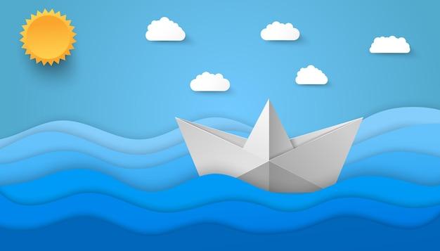 Illustrazione di mare stile origami con nuvole di carta sole e barca che galleggia sulle onde.