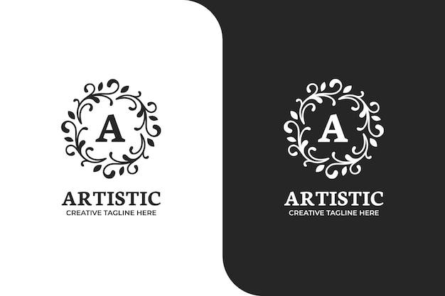 Lettera ornamentale a in un logo circolare