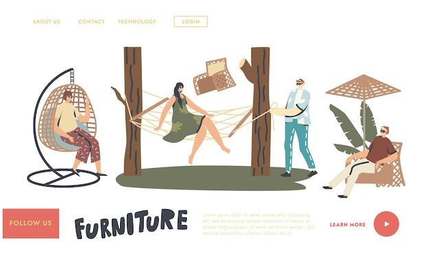Modello di pagina di destinazione per decorazioni per esterni. i personaggi si rilassano su mobili in vimini all'aperto. donna seduta su poltrona sospesa o amaca, sedia a dondolo, tavolo e ombrellone. illustrazione vettoriale di persone lineari