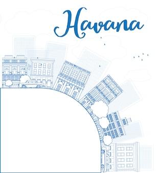 Delinea havana skyline con edificio blu e copia spazio