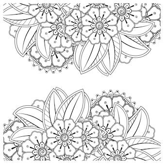 Delinea il fiore quadrato in stile mehndi per colorare l'ornamento di doodle della pagina in bianco e nero.