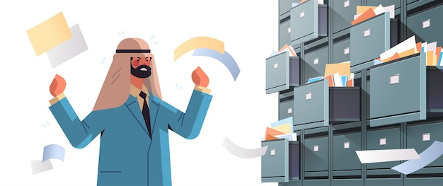 Uomo d'affari arabo oberato di lavoro alla ricerca di documenti nell'armadietto a muro con cassetti aperti archivio dati archiviazione amministrazione aziendale concetto di lavoro cartaceo illustrazione vettoriale ritratto orizzontale