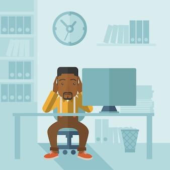 Uomo d'affari oberati di lavoro è sotto stress.