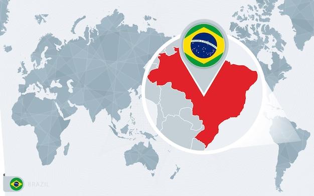 Mappa del mondo centrato sul pacifico con bandiera e mappa del brasile ingrandite