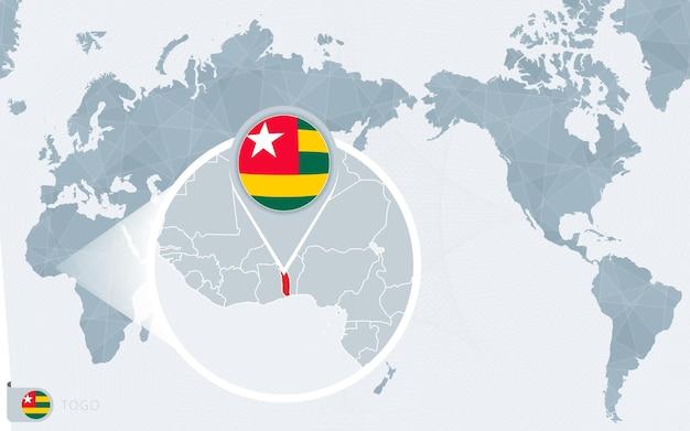 Mappa del mondo centrato sul pacifico con il togo ingrandito. bandiera e mappa del togo.