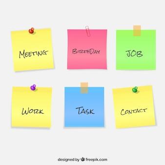 Confezione di note colorate con le parole