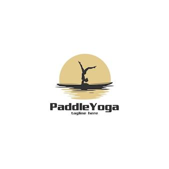 Paddle yoga sagoma logo illustrazione Vettore Premium