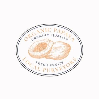 Distintivo di cornice ovale per fornitori di papaia o modello di logo disegnato a mano frutti schizzo con tipografia retr...