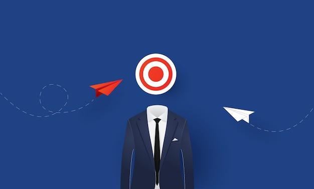 Aeroplano di carta che vola per mirare, strategia aziendale