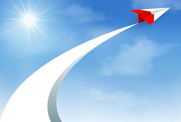 Aeroplano di carta rosso volare fino al cielo tra le nuvole