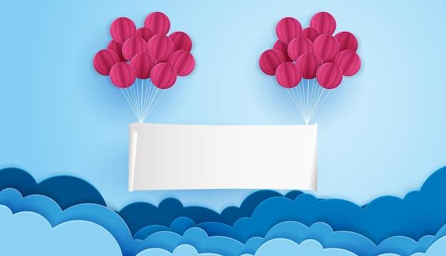 L'arte della carta dell'insegna appesa al cielo blu e alla nuvola con un modello di palloncino per testo ed etichetta