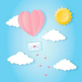 Carta tagliata felice concetto di san valentino. paesaggio con nuvole, mongolfiere a forma di cuore che volano e busta che galleggia sullo stile di arte della carta del fondo del cielo blu.