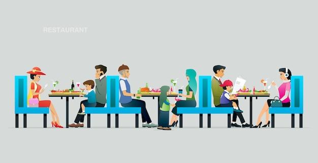Genitori e figli che mangiano in un ristorante con uno sfondo grigio