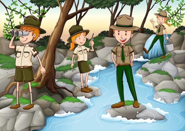 Ranger del parco che lavorano nella foresta