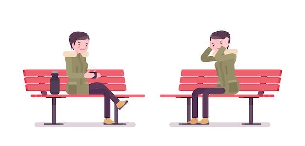 Parka donna seduta su una panchina nel parco