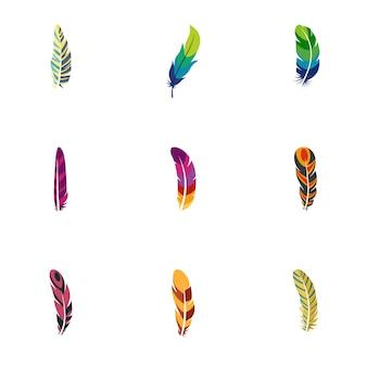 Set di icone di piuma di pavone. set piatto di 9 icone di piume di pavone