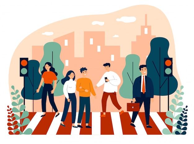 Pedoni che attraversano la strada della città