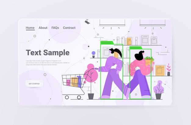 Persone che acquistano prodotti nella pagina di destinazione dell'identificazione del sistema cctv di sorveglianza della telecamera di sicurezza del negozio di alimentari