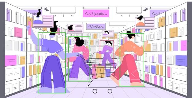 Persone che scelgono libri in biblioteca o libreria e identificazione del sistema cctv di sorveglianza con telecamera di sicurezza