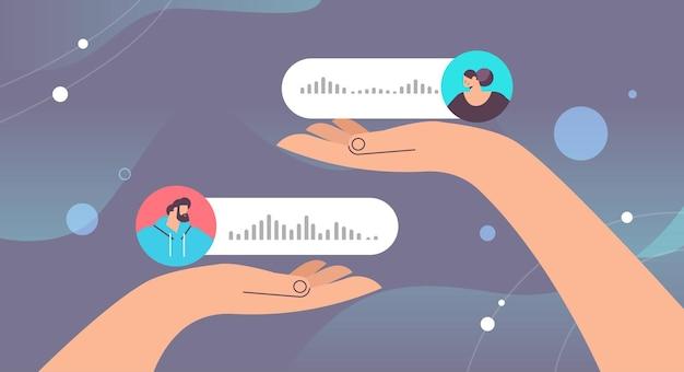 Persone che comunicano in messaggistica istantanea tramite messaggi vocali applicazione di chat audio social media concetto di comunicazione online illustrazione vettoriale orizzontale