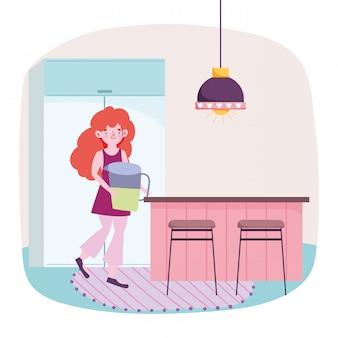 La gente che cucina, ragazza con il contatore del barattolo del succo in cucina
