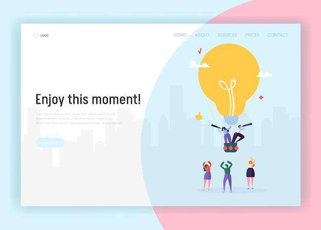 Persone su lightbulb flying airballoon in cerca di business idea concept landing page. il personaggio maschile e femminile in tuta crea un sito web o una pagina web di soluzioni creative. illustrazione di vettore del fumetto piatto