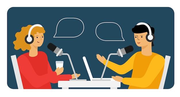 Persone che registrano podcast audio o un'illustrazione piana di vettore di uno spettacolo online.