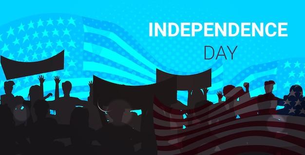 Sagome di persone che tengono bandiere degli stati uniti che celebrano le vacanze del giorno dell'indipendenza americana, banner del 4 luglio ju