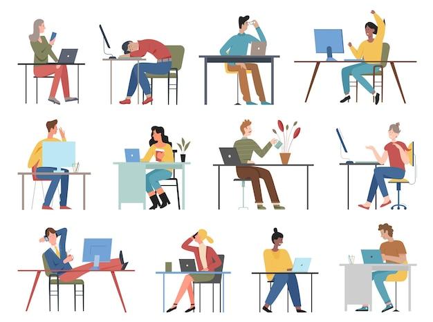 Le persone si siedono a tavola pose insieme, personaggi di impiegato seduto con computer o laptop