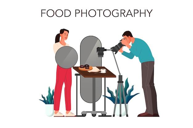 Persone che prendono foto di cibo con fotocamera professionale in studio. concetto