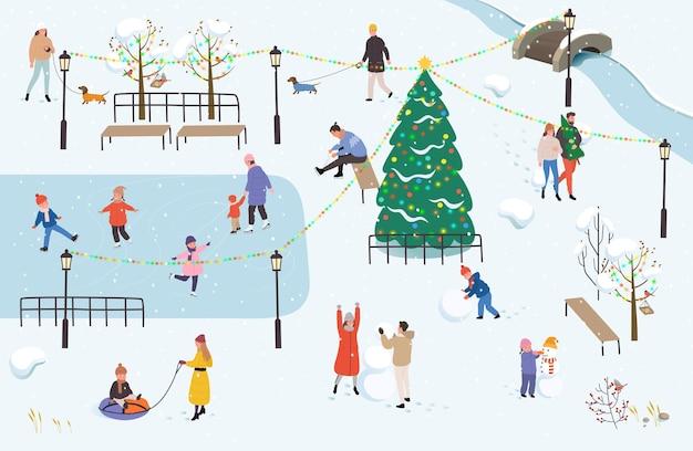 La gente cammina nel parco in inverno. attività invernali all'aperto.