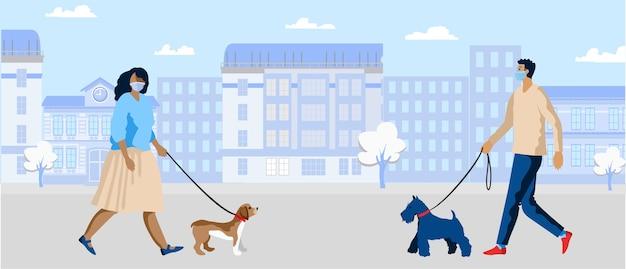 Persone che camminano fuori con i cani indossando maschere protettive durante la pandemia personaggi maschili e femminili con maschere mediche camminano in una città distanza sociale durante la pandemia covid