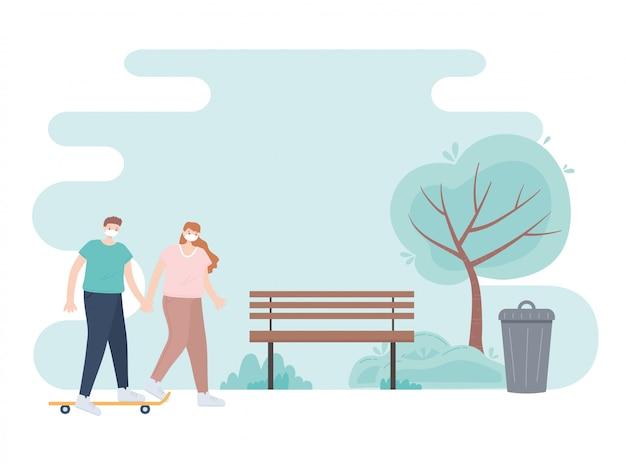 Persone con mascherina medica, coppia mano nella mano con skate nel parco