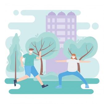 Le persone con mascherina medica, coppia pratica esercizio nel parco