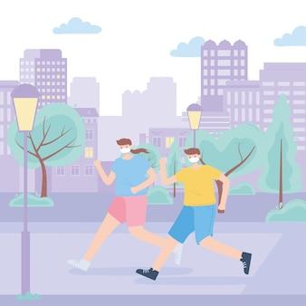 Persone con mascherina medica, ragazza e ragazzo che corrono in strada, attività in città durante il coronavirus