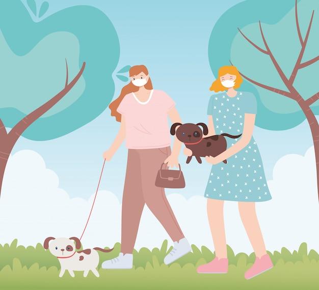 Persone con mascherina medica, donne che camminano con il cane