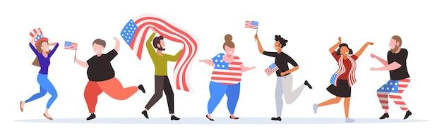 Persone con bandiere degli stati uniti che si divertono, banner del giorno dell'indipendenza americana del 4 luglio