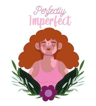 Perfettamente imperfetta, bella donna sorridente con vitiligine, decorazione di foglie di fiori