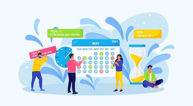 La persona sta pianificando la giornata, programmando gli appuntamenti.