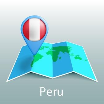 Mappa del mondo di bandiera del perù nel pin con il nome del paese su sfondo grigio