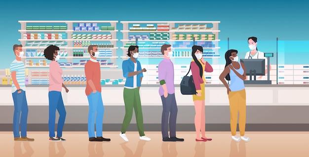 Farmacista che dà le pillole ai clienti pazienti in fila fila farmacia farmacia interno farmacia