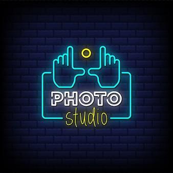 Testo in stile insegne al neon dello studio fotografico