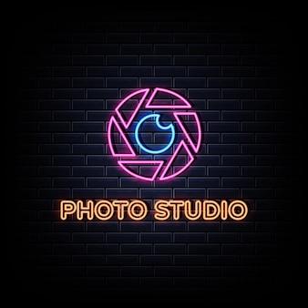 Testo di stile delle insegne al neon dello studio della foto