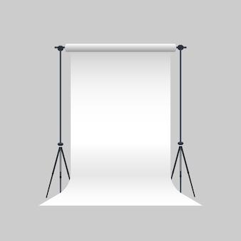 Photo studio vector. tela bianca vuota su treppiedi. realistico studio fotografico professionale.